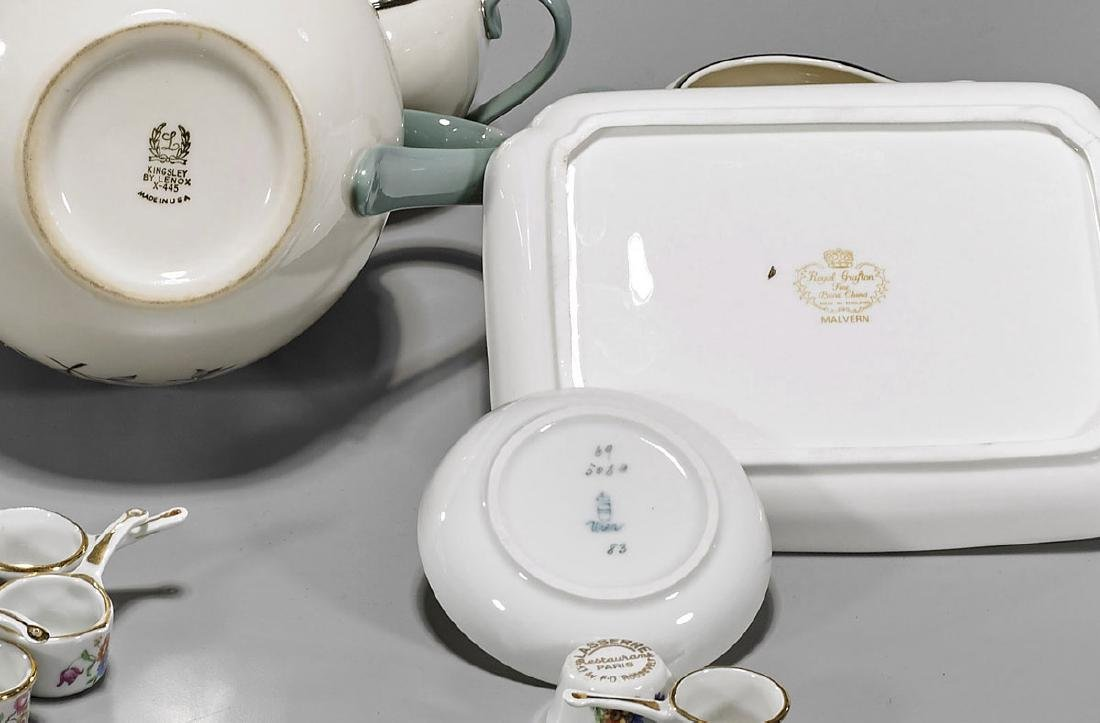 Nineteen Continental Porcelain Dishes - 2