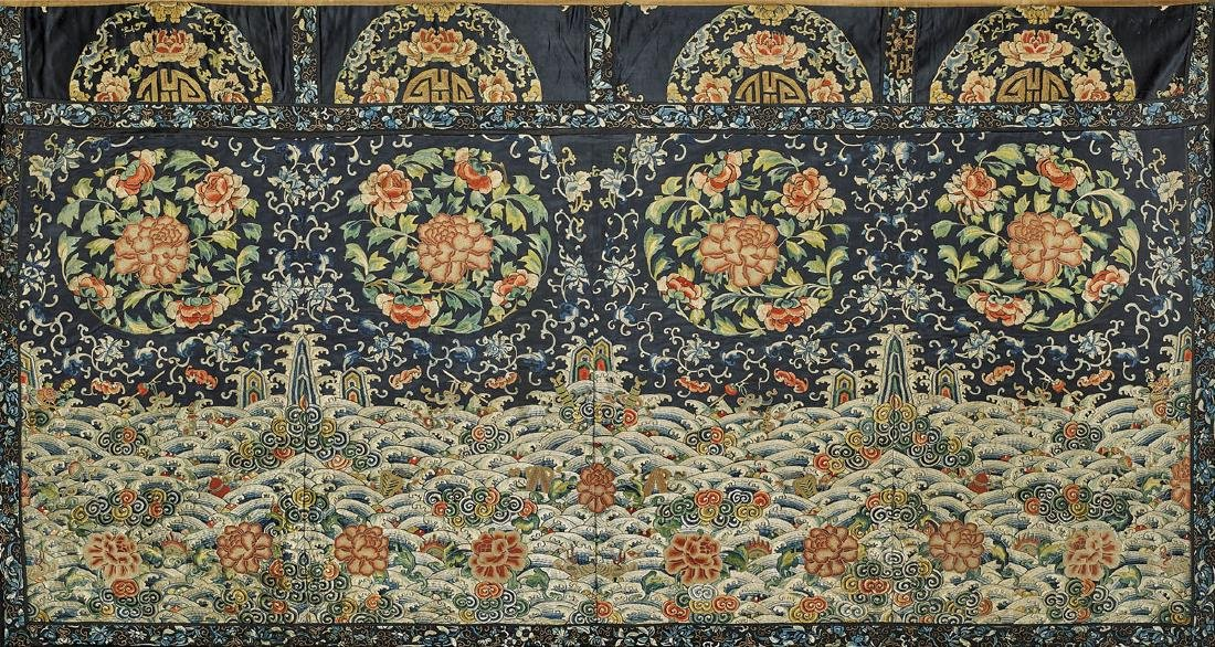LARGE ANTIQUE CHINESE SILK EMBROIDERY