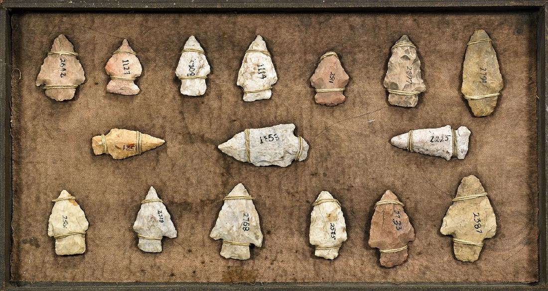 COLLECTION OF NATIVE AMERICAN ARROW POINTS