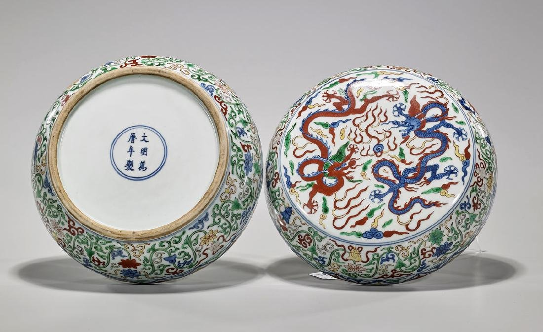 Ming-Style Wucai Enameled Porcelain Covered Box - 2