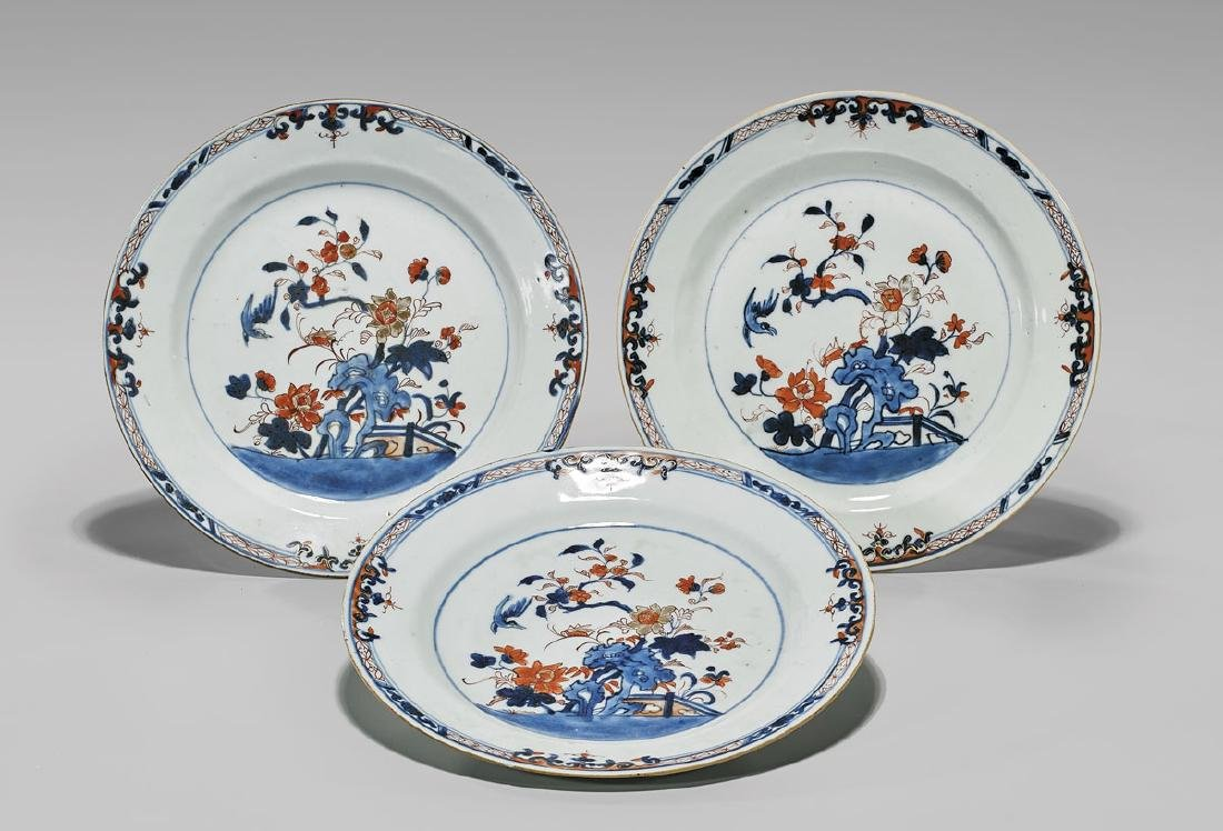 SET OF THREE ANTIQUE EXPORT 'IMARI' PLATES