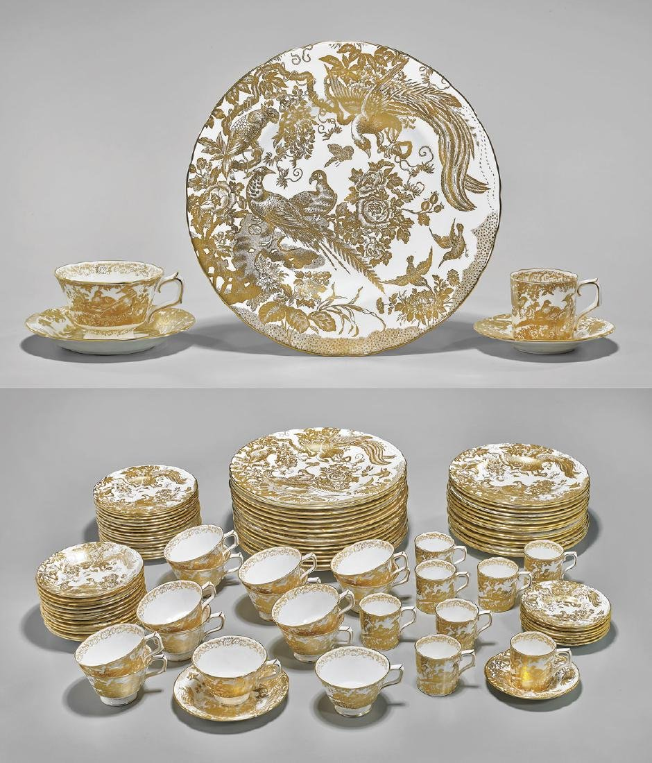 ROYAL CROWN DERBY 'GOLD AVES' DINNER SERVICE