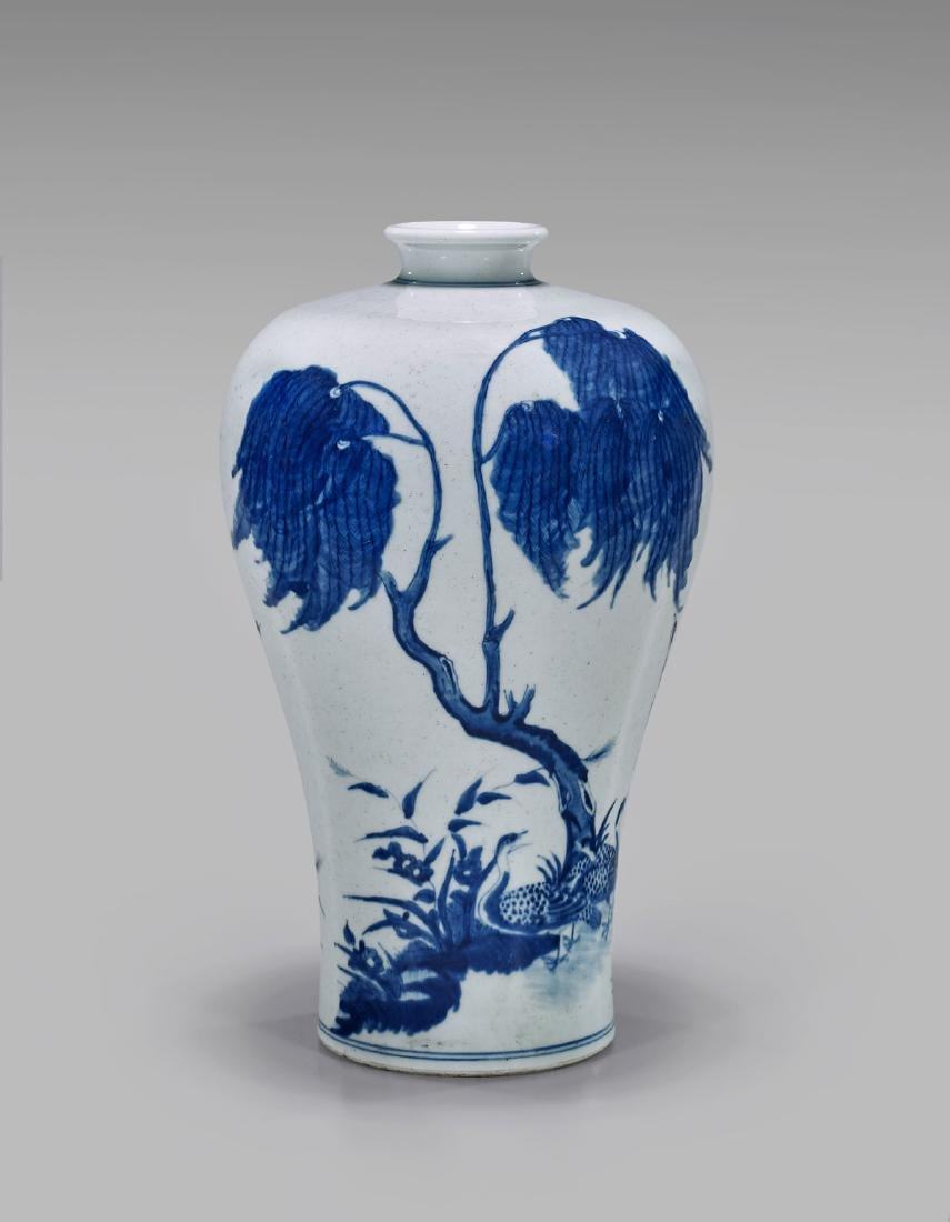 19TH CENTURY BLUE & WHITE PORCELAIN VASE