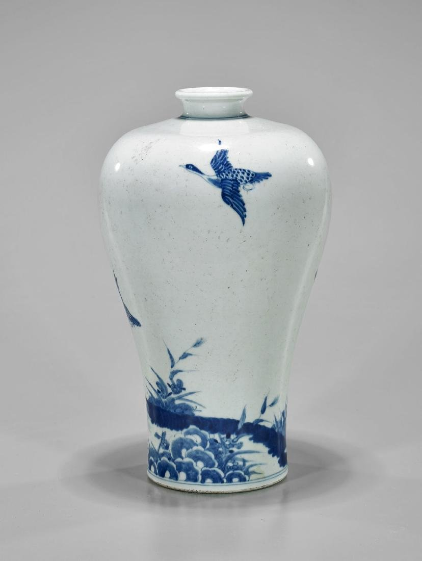 19TH CENTURY BLUE & WHITE PORCELAIN VASE - 2