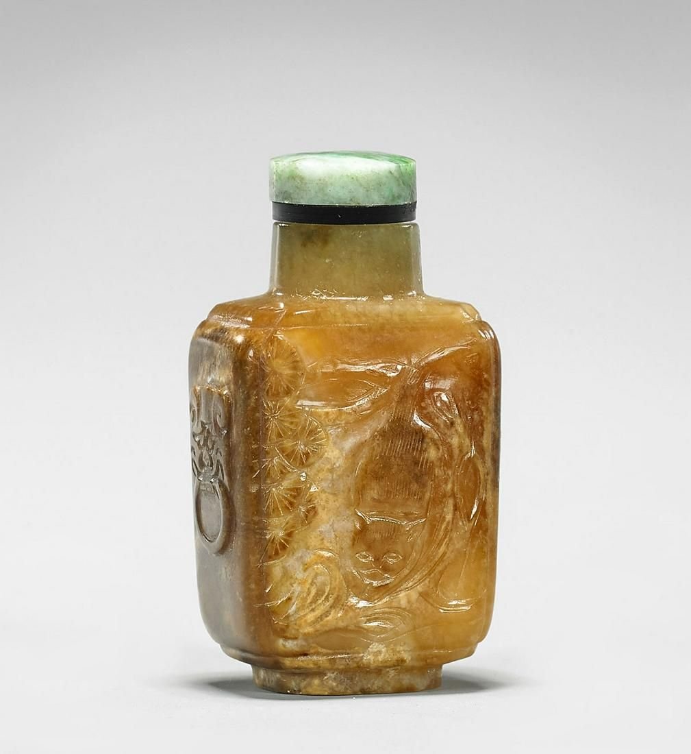 ANTIQUE CARVED YELLOW BROWN JADE SNUFF BOTTLE