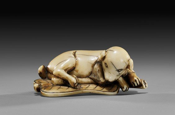 7: ANTIQUE IVORY NETSUKE: Dog & Fan