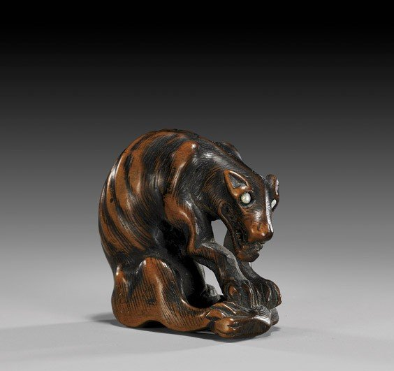 18: ANTIQUE WOOD NETSUKE: Snarling Wolf