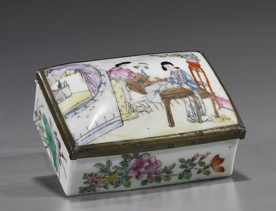 11: Chinese Famille Rose Porcelain Box