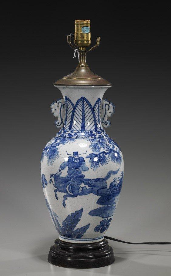 82: Chinese Blue & White Porcelain Vase