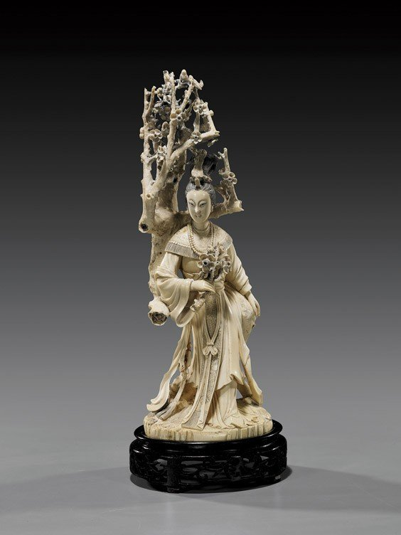 292: Finely Carved Chinese Ivory Standing Beauty
