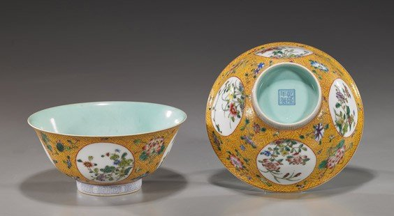 222: Pair Chinese Famille Rose Porcelain Bowls
