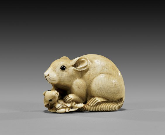 7: CARVED IVORY NETSUKE: Two Rats