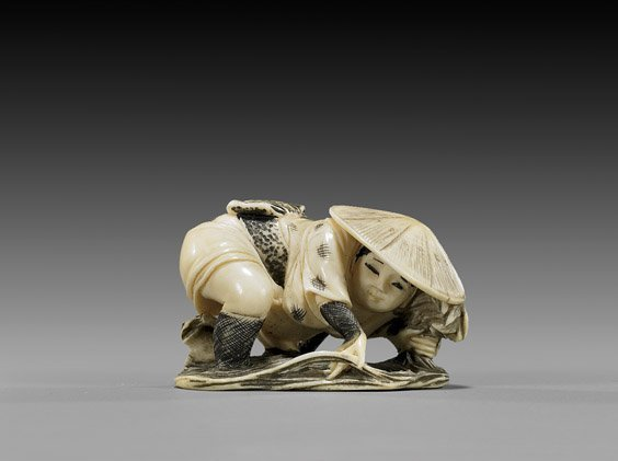14: CARVED IVORY NETSUKE: Farmer & Frog
