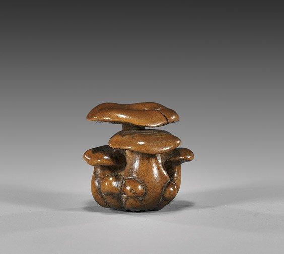 17: ANTIQUE BOXWOOD NETSUKE: Mushrooms