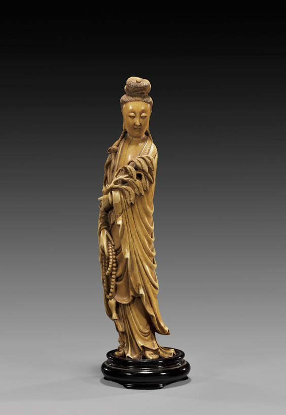 218: ANTIQUE CHINESE CARVED IVORY GUANYIN