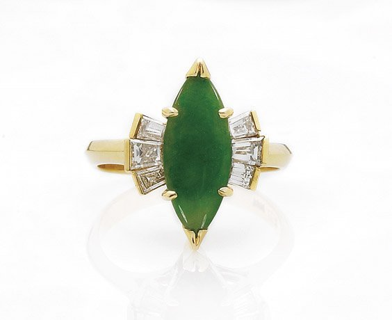 358: 18K GOLD, JADEITE & DIAMOND RING