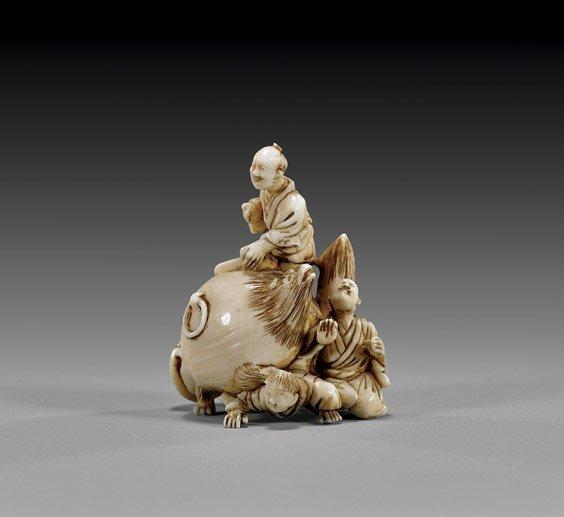 15: ANTIQUE IVORY NETSUKE: Figure & Badger Teapot