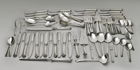 282: ONEIDA HEIRLOOM STERLING FLATWARE SET