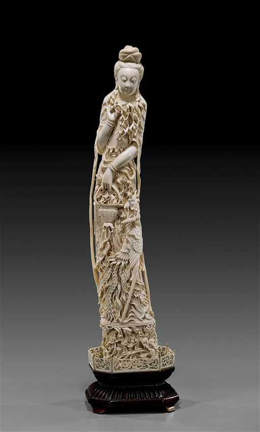 ANTIQUE CHINESE CARVED IVORY GUANYIN