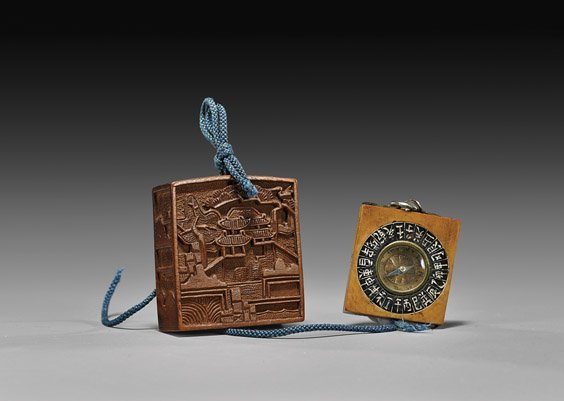 ANTIQUE CARVED WOOD NETSUKE: Compass