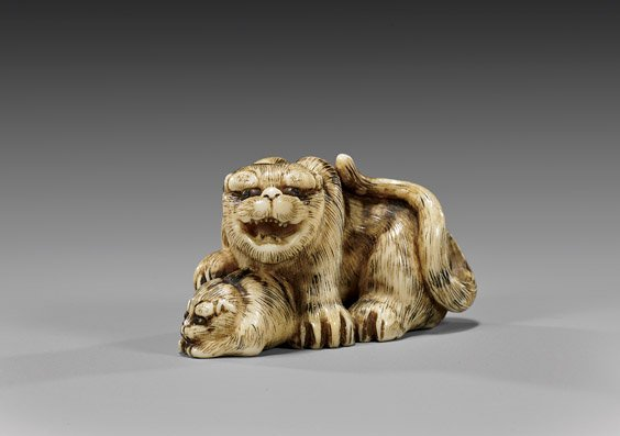 ANTIQUE CARVED IVORY NETSUKE: Tigers