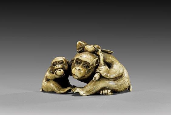 ANTIQUE IVORY NETSUKE: Monkeys