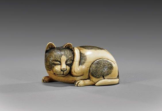 SCRIMMED IVORY NETSUKE: Cat