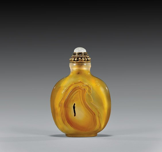 CARVED CHALCEDONY AGATE SNUFF BOTTLE