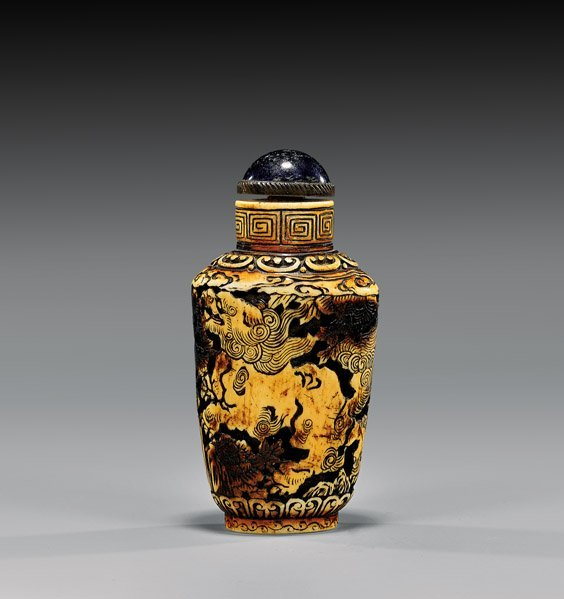 ANTIQUE INCISED IVORY SNUFF BOTTLE