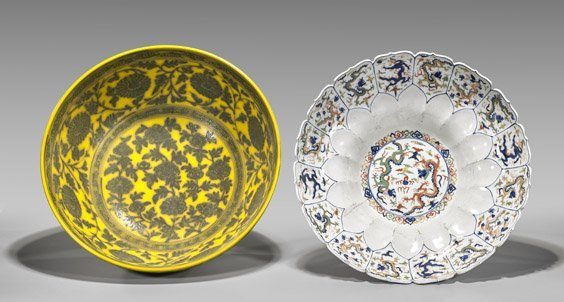 Two Large Ming-Style Porcelain Bowls - 2