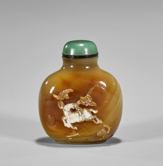 Finely Hollowed Cameo Agate Snuff Bottle