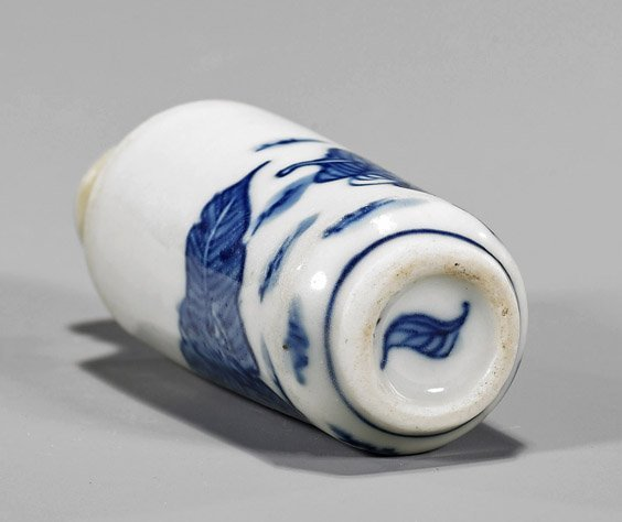 Two Snuff Bottles: Porcelain & Agate - 2