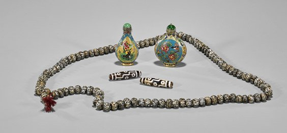 Five Chinese Items: Beads & Snuff Bottles