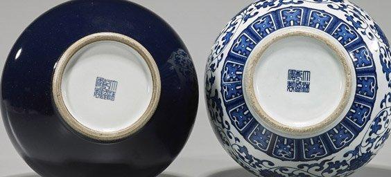 Two Qianlong-Style Porcelain Bottles Vases - 2