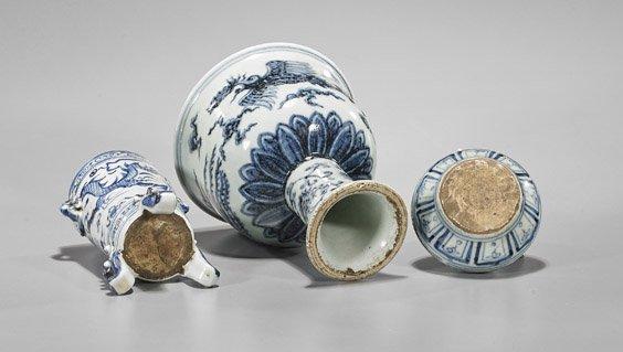 Three Ming-Style Blue & White Porcelains - 3