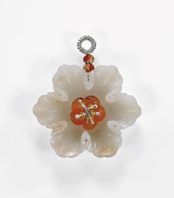 ANTIQUE WHITE JADE FLOWER PENDANT