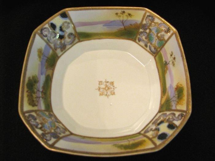 Scenic bowl w/ alternating panels