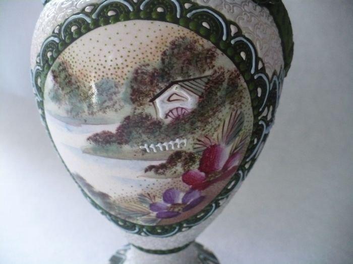 Moriage  Scenic Vase