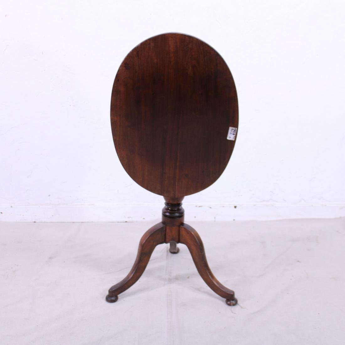Georgian Tilt Top Table in Mahogany c. 1920