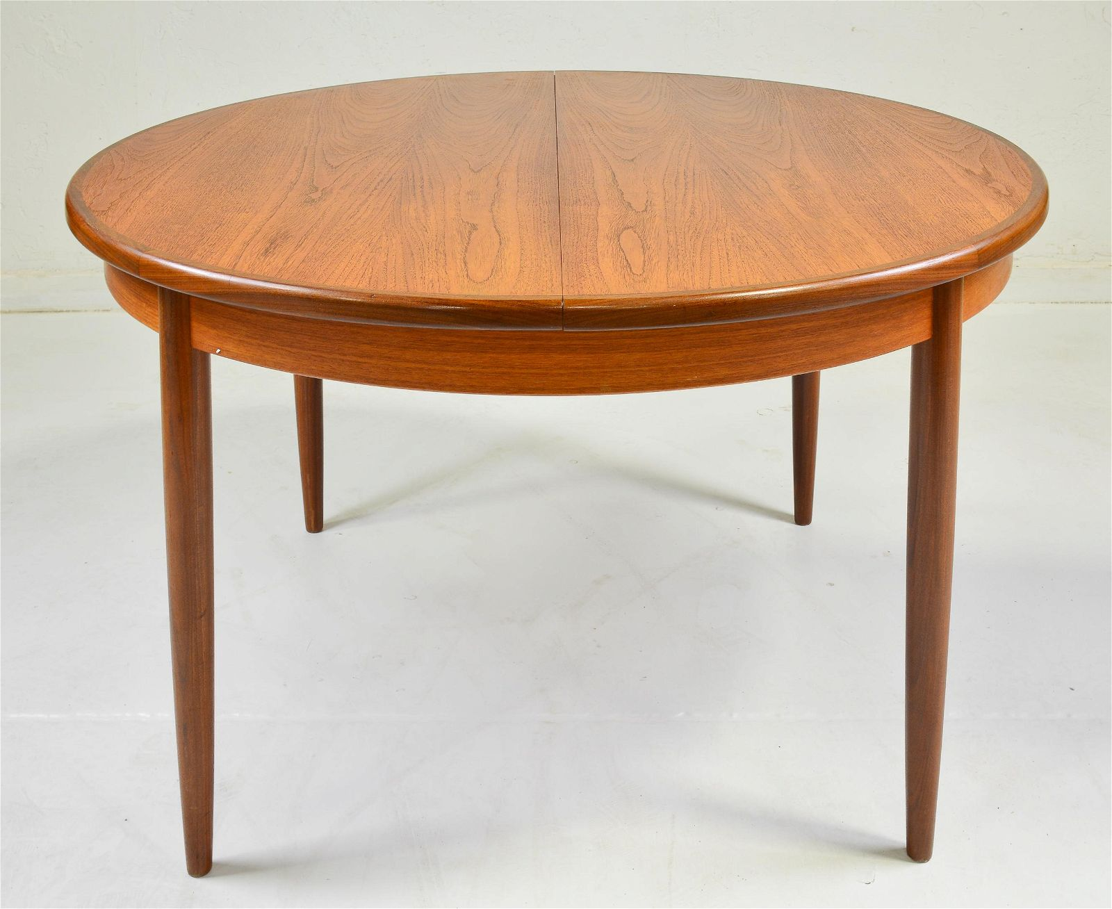 Round Mid Century Dining Table By G-Plan - Pop Up Leaf