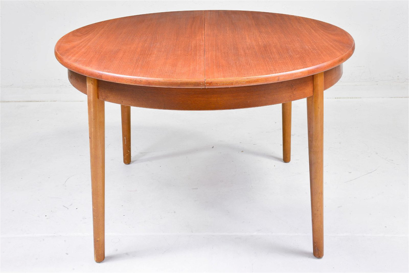 Round Mid Century Modern Dining Table - Pop Up Leaf