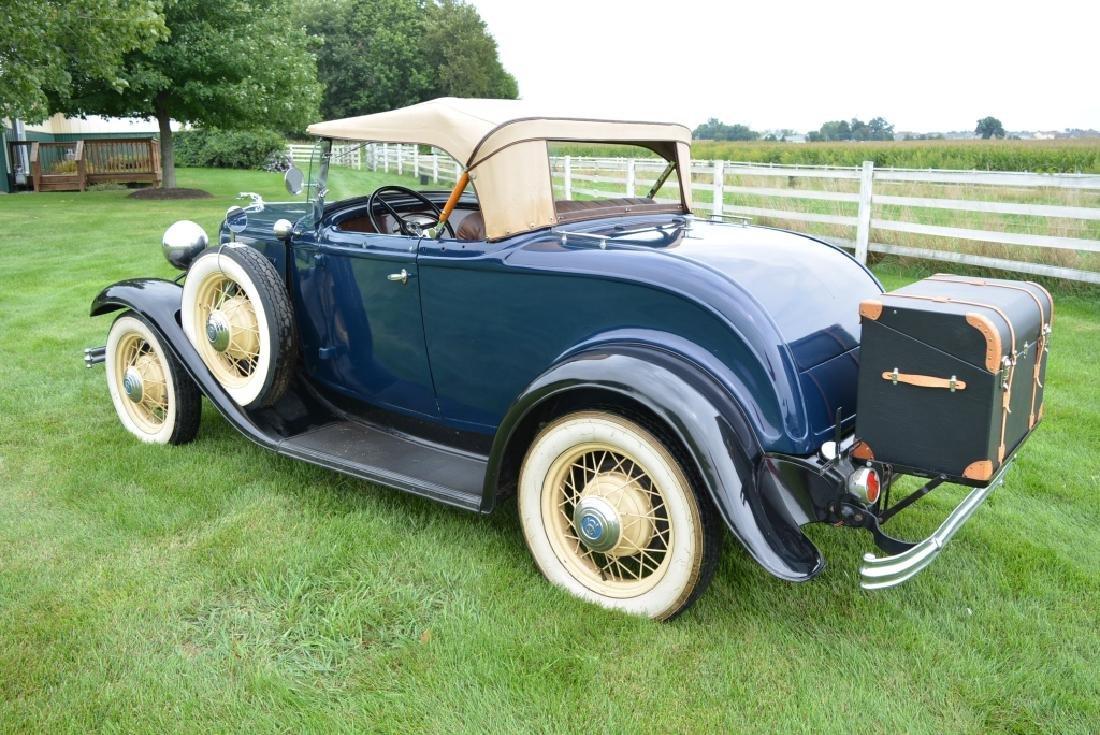 1932 Ford Deluxe V8 Roadster - 10