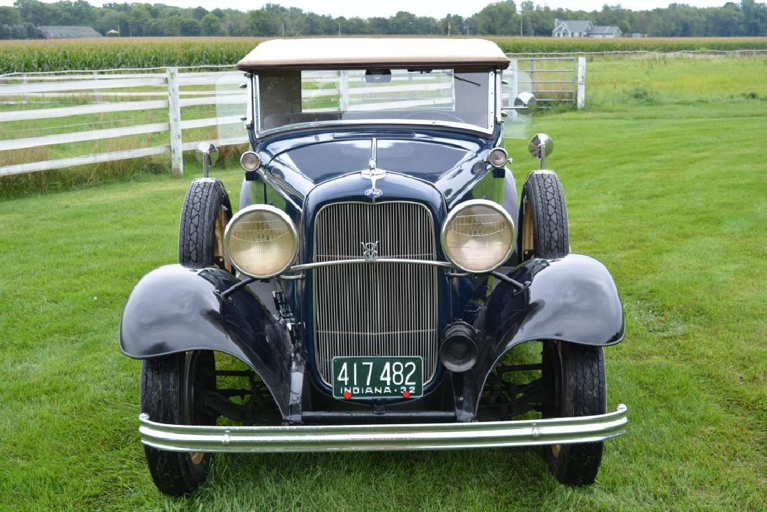 1932 Ford Deluxe V8 Roadster - 2