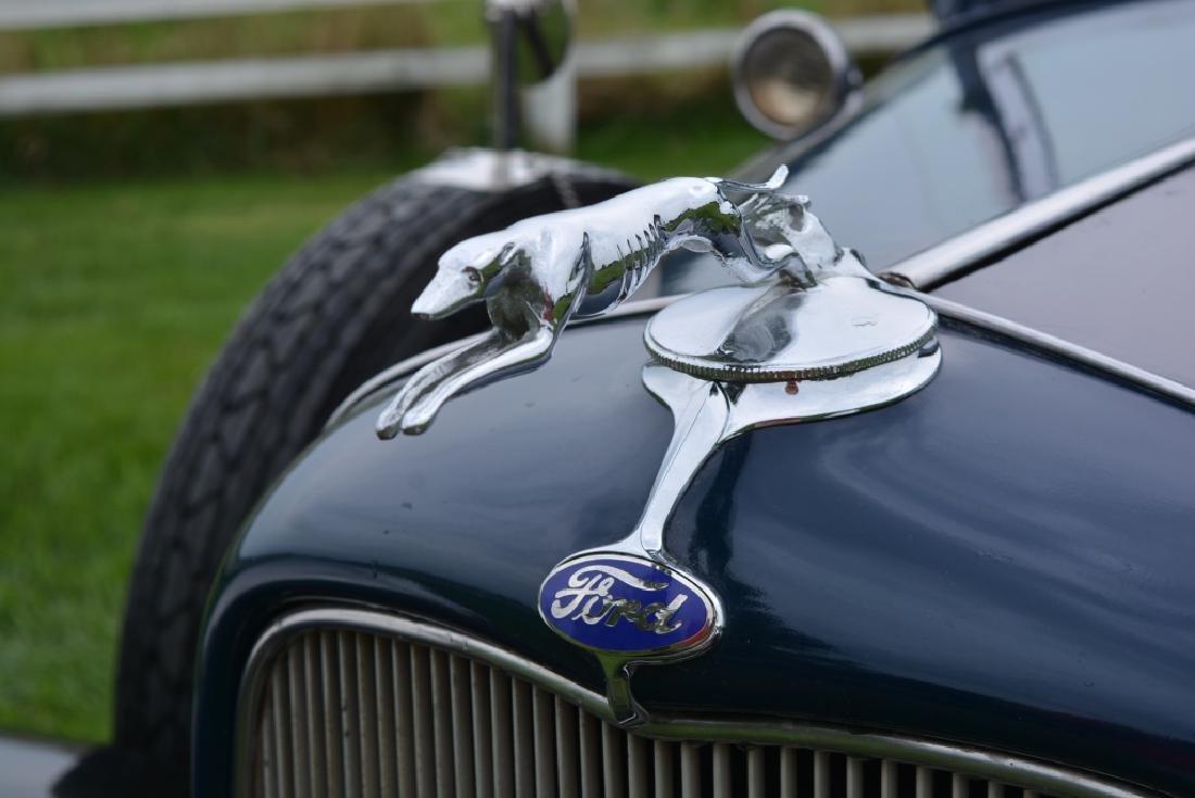 1932 Ford Deluxe V8 Roadster - 3