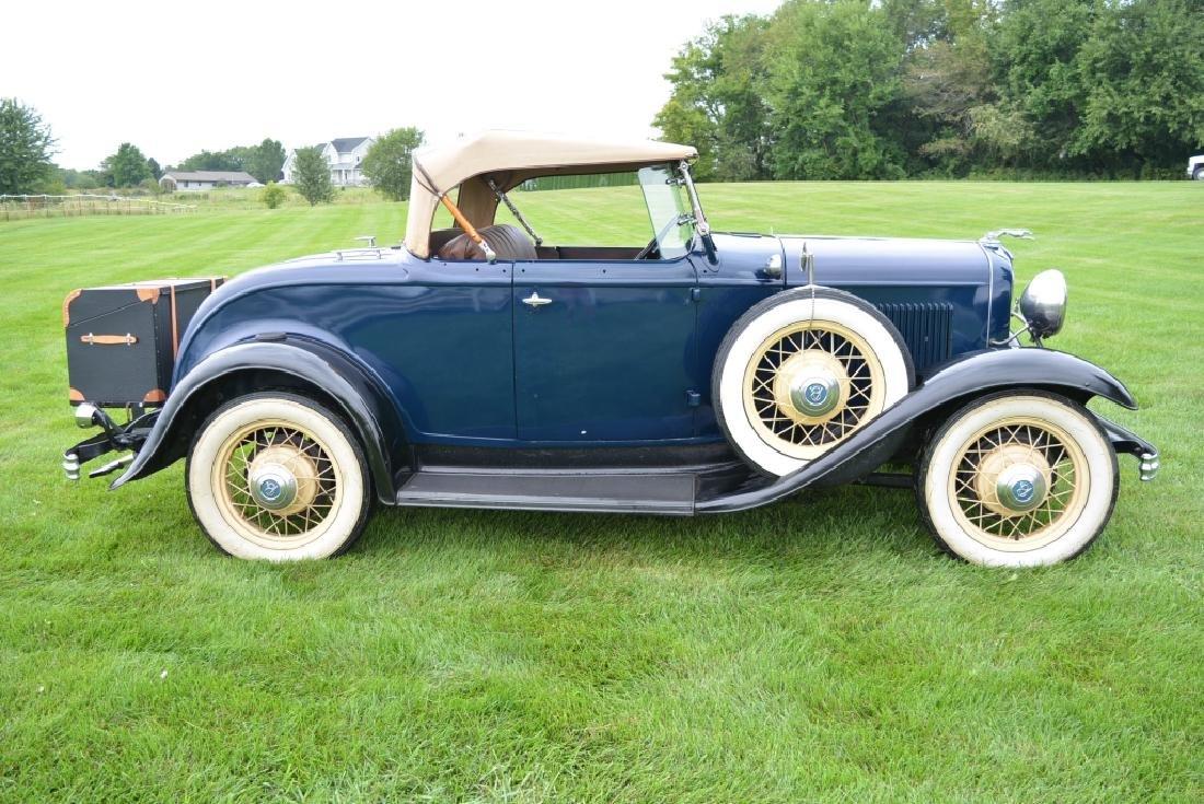 1932 Ford Deluxe V8 Roadster - 6