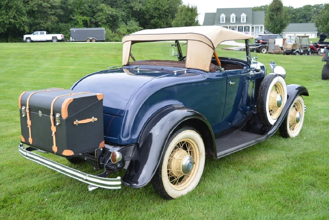 1932 Ford Deluxe V8 Roadster - 7