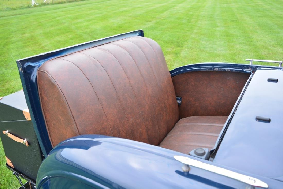 1932 Ford Deluxe V8 Roadster - 9