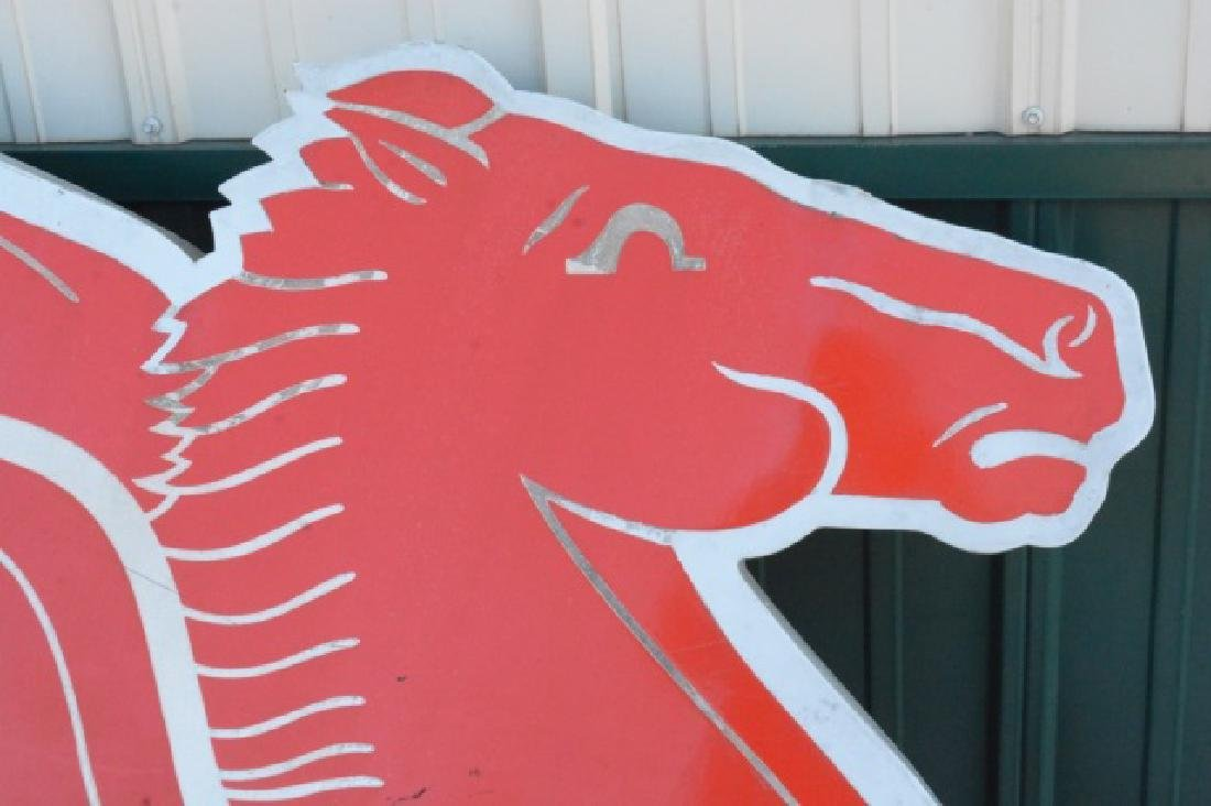 Mobil Pegasus Right Facing Cookie Cutter Sign - 2