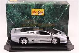 1/12 Diecast Maisto Jaguar XJ220 Silver 1992