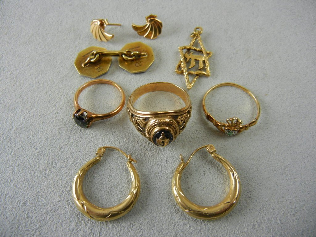 1003A: Gold Jewelry Lot (8.6g of 14k and 8.1g of 10K)